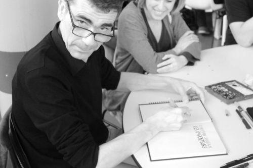 rencontres chaland Artiste flamboyant, jacques de loustal s'inscrit parmi les pionniers français du roman graphique son dessin élégant livre des atmosphères et des âmes lumineuses comme des tableaux de gauguin né en 1956, il a amorcé ses récits expressionnistes dans les magazines métal hurlant, rock & folk, a suivre ou l' echo.